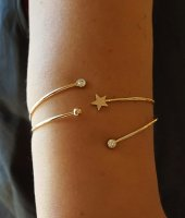 Gold tone wire up stars and sparkle one size arm Bracelet